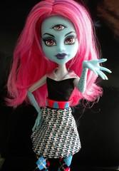 Miss T (xTheBlackCatx) Tags: cam mh killerstyle createamonster monsterhigh homeick dayatthemaul alleytriclops threeeyedgoul frankieclassroom