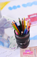 Colored pencil (Fahad Al-Robah) Tags: blue cup colors pencils lens nice graphics very colored products draw pens