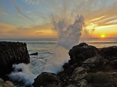 Sunset wave (Nabucodonosor Perez) Tags: sunset sea sky naturaleza seascape portugal nature colors clouds landscape atardecer mar natureza shoreline wave paisaje colores cielo nubes ocaso ola anochecer entardecer peniche nabucodonosor cotcmostinteresting srieouro splashingwave nabucodonosorperez