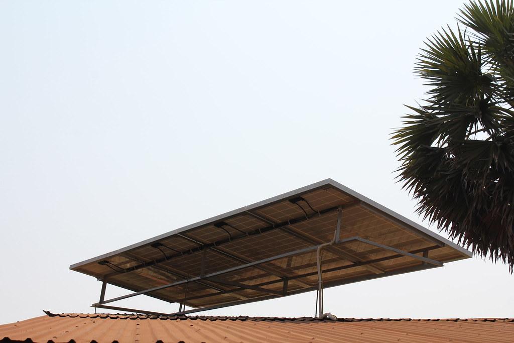 Panneaux solaires qui alimente le frigo