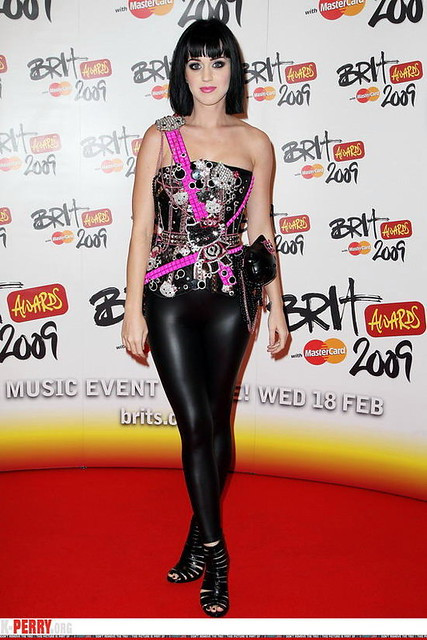 KATY PERRY in leather pants 02