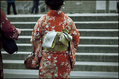 Kimono walker (Eric Flexyourhead) Tags: flowers red woman floral japan temple japanese kyoto bokeh tourist  kimono obi kansai  kiyomizudera muted  higashiyama zd    50mmmacro20 50mmmacrof20 higashiyamaku   olympusep1 panasonicdmwma1