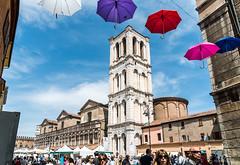 Ferrara (Anita Pravits) Tags: italien italy church umbrella italia cathedral dom kathedrale kirche ferrara duomo umbrellas emiliaromagna schirme schirm