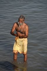 67-Inde India Gujarat 03/2016 (Chanudaud) Tags: india nikon asia ngc laundry asie hinduism sadhu gujarat inde nationalgeographic subcontinent northindia hindouisme dwarka lessive indedunord souscontinent