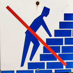 On ne grimpe pas (m-g-c photographie) Tags: france photo brittany panel outdoor ngc bretagne breizh mgc pancarte panneau interdiction carnac dehors exterieur