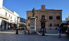 Favignana (Isole Egadi) - piazza Europa (ikimuled) Tags: favignana egadi