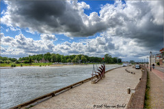 Welle Deventer (Hans van Bockel) Tags: monument clouds zeilen photoshop river nikon raw nef wolken welle hdr deventer ijssel rivier photomatix 1024mm wellepad d7200