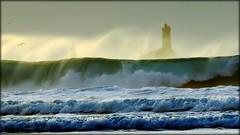 Plogoff, baie des Trépassés. (glemoigne) Tags: lighthouse brittany surf wave bretagne breizh vague phare bzh finistère pointeduraz baiedestrépassés penarbed capsizun pharedelavieille plogoff glemoigne gilbertlemoigne