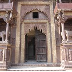 "Elephants at the Gates of the Jahangir Mahal <a style=""margin-left:10px; font-size:0.8em;"" href=""http://www.flickr.com/photos/14315427@N00/6776524934/"" target=""_blank"">@flickr</a>"