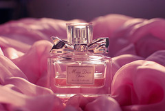 Chrie  (Natlia Viana) Tags: pink cute love rose perfume sweet parfum missdior natliaviana missdiorchrie