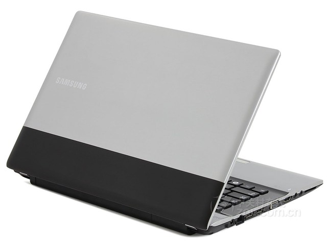 Notebook SAMSUNG RV413 Belakang