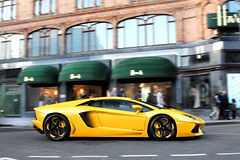 Harrods Cruising (Part 2) (Alex Penfold) Tags: auto camera cars alex sports car sport yellow mobile canon photography eos photo cool flickr bright image awesome flash wheels picture super spot harrods arabic exotic photograph arab lp spotted hyper foreign rims 700 panning lamborghini supercar spotting exotica sportscar 2012 qatar modded sportscars supercars lambo penfold pimped tuned spotter hypercar 60d kightsbridge hypercars aventador alexpenfold