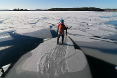 Ulla vill jumpa (David Thyberg) Tags: winter ice nature sweden stockholm skating skate sverige 2012 dalarö långfärdsskridsko smådalarö