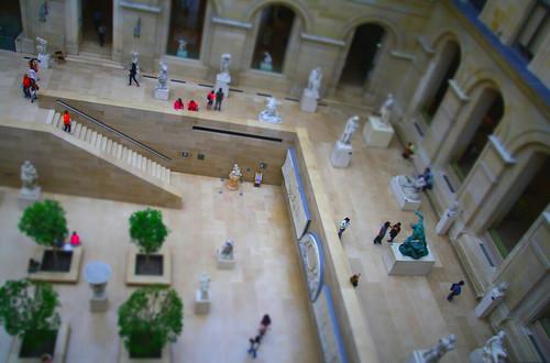 Una maqueta del Louvre