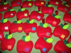 chaveiros maças em feltro (artenavitrine26) Tags: de feltro santo buquê antônio vestidosdebonecas