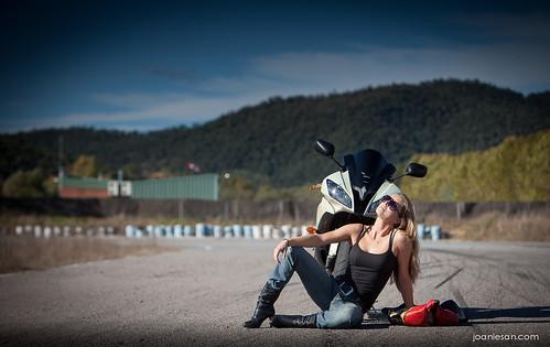 girl bike race motorbike moto yamaha motor rider circuit circuito r6 piloto worldcars