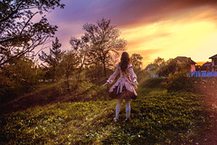 (ently_amina) Tags: light sunset sky girl grass warm magic dream sunbeam charmed