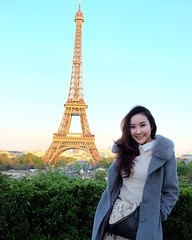 by @oilkiss #EiffelTower #France หอไอเฟล🗼✨ #Effel Tower สถานที่ในฝันของคนทั่วโลก ออยก็เช่นกัน หอไอเฟลไม่ใช่สัญลักษณ์ของแค่ฝรั่งเศส แต่กลายเป็นไอคอนของโลกใบนี้ไปแล้ว ถึงจะเคยเห็นภาพจนชินตามาแต่เด็ก แต่มันเทียบไม่ได้เลยกับที่เห็นด้วยตาข