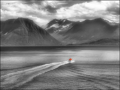 Back to the coast (Duevel) Tags: red sea seascape mountains rot norway rouge boat norge wake waves shore rood pilot loods selectivecoloring loodsboot sx40 kielzog