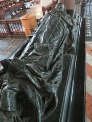 UK - Hertfordshire - Hatfield - St Etheldreda's Church - Salisbury Chapel - Centoaph to Robert Gascoyne Cecil 3rd Marquess of Salisbury (JulesFoto) Tags: uk england hertfordshire hatfield church salisburychapel effigy tomb cenotaph robertgascoynececil