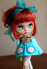 """She wears seashells"" (ellewoods2007) Tags: zoo blythe custom zukin buttonarcade vintageslacks fiddybow"