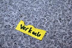 sold (Jesper2cv) Tags: jaune gris sold gray postit grau gelb geel grijs verkocht vendue verkauft