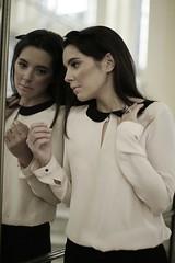 Bellas Artes (Ines Aullo) Tags: reflection girl mirror bellasartes blouse espejo reflejo blusa circulodebellasartes carloscortes inesaullo miguelangelgomez