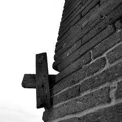 Cross and bricks (ToulCool31) Tags: texture blackwhite squared carr noirblanc