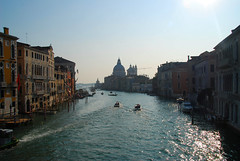 Venice - Alighting on the Grand Canal!