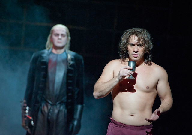 Erwin Schrott as Don Giovanni and Reinhard Hagen as the Commendatore © Mike Hoban/ROH 2012