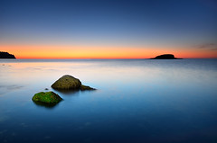 Distant World (Javier_Lpez) Tags: blue sea orange seascape azul night marina de la nikon rocks sigma playa paisaje clear altea javier angular 1020 naranja isla roca elx elche linterna olla lpez digitalcameraclub d7000 javierlpez playadelaolla
