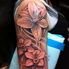 Flower sleeve I'm workin' on.    #tattoo #scottwhite #alteredstatetattoo #flowers #neotat