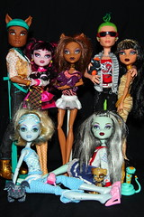 Monster High Dolls (blacksplat) Tags: blue girls sexy monster canon pose toy toys high wolf doll dolls group frankie nile collection explore cleo stein mattel deuce gorgon lagoona explored clawd clawdeen draculaura