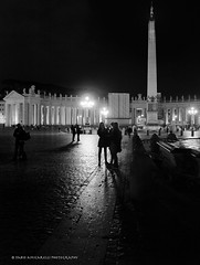 Hanging around St. Peter Square, Vatican City (faworld) Tags: leica blackandwhite italy rome roma night italia digilux2 streetphotography sanpietro stpeter faworld