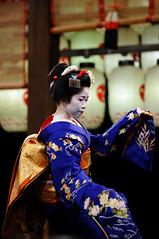 (Tamayura) Tags: japan night mar nikon kyoto maiko kansai d3 2012 pontocho higashiyama yasakajinja 70200mmf28gvrii 201203111839060