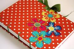 http://mundoludi.blogspot.com/ (Ludi - Lucia Dias) Tags: papel cadernos ludi papelaria bordadoflores encadernao encadernaoartesanal