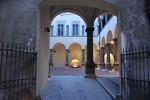 Il cortile interno ristrutturato della Domus Magna a bergamo