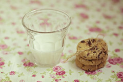 Milk and cookies (Xaomena) Tags: roses white glass cookies vintage milk bright fresh romantic tablecloths