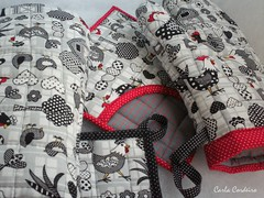 galinhas p & b (Carla Cordeiro) Tags: galinha patchwork xadrez borda luvadecozinha pegadordepanela cantomitrado