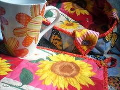 mug rug girassol (Carla Cordeiro) Tags: placemat boto borboleta patchwork cozinha caneca joaninha girassol cestinha jogoamericano mugrug cantomitrado