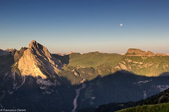 La luna osserva in silenzio (cesco.pb) Tags: italy mountains alps sunrise canon dawn italia alba alpi montagna trentino dolomites dolomiti colac dolomiten ciampac valdifassa passopordoi trentinoaltoadige canoneos60d tamronsp1750mmf28xrdiiivcld