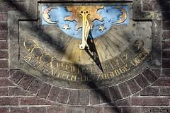 2016-04 Met wat zon al snel tijd voor de Zonnewijzer (Dordrecht/NL) (About Pixels) Tags: holland art netherlands nederland 0403 gevelstenen dordrecht april nl specials zuidholland algemeen 2016 sundail zonnewijzer nieuwbrug collecties nikond7200 mnd04 lenteseizoen