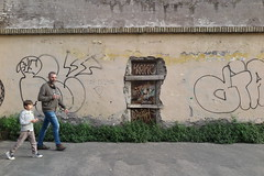 IMG_4496 (Mud Boy) Tags: italy streetart rome roma graffiti southerneurope caputmundi theeternalcity romaaeterna capitaloftheworld romacapitale romeitalyscapitalisasprawlingcosmopolitancitywithnearly3000yearsofgloballyinfluentialartarchitectureandcultureondisplay romeromrohmitalianromaromalistenlatinrmaisacityandspecialcomunenamedromacapitaleinitalyromeisthecapitalofitalyandofthelazioregion