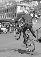Flying Bike (keltikee) Tags: city shadow bike sport jump risk suisse suiza ciudad bicicleta sombra ombre bici deporte salto vol velo ville riesgo volar acrobacia switzerlandsuiza