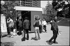 Ciggie Break - Seoul - Koea (waex99) Tags: street leica people urban man film kodak cigarette smoke south korea seoul epson fumeur smoker nor coree blanc m4 sud homme tmy 400iso koran urbain coreen fumee v500 2016may