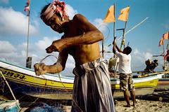 * (Sakulchai Sikitikul) Tags: street leica film 35mm thailand fisherman kodak streetphotography summicron 200 songkhla ttl m6 085