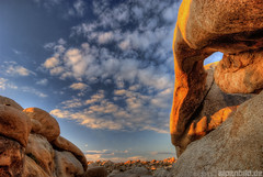 Joshua Tree Bad Guy (alpenbild.de) Tags: california sky usa nature rock landscape gold nationalpark arch natur himmel fels landschaft hdr kalifornien joshuatreenationalpark archrock 3exp