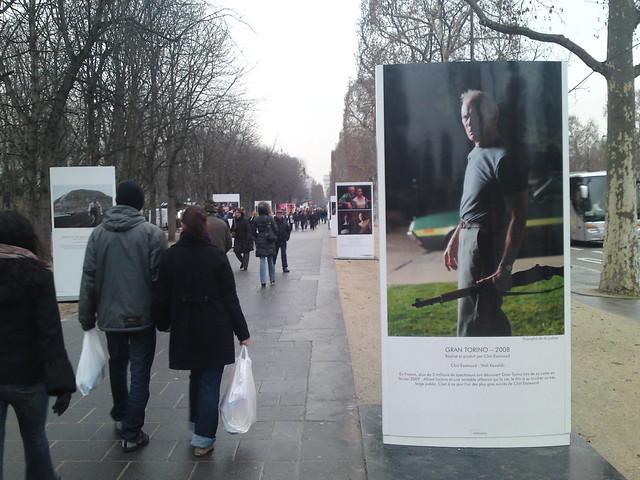 CLINT EASTWOOD envahit les Champs Elysées !