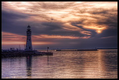 Buffalo Lighthouse (~~CSaturn~~) Tags: sunset lighthouse lakeerie 1833 buffaloriver