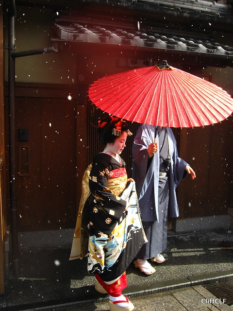 Hina and the Red Umbrella